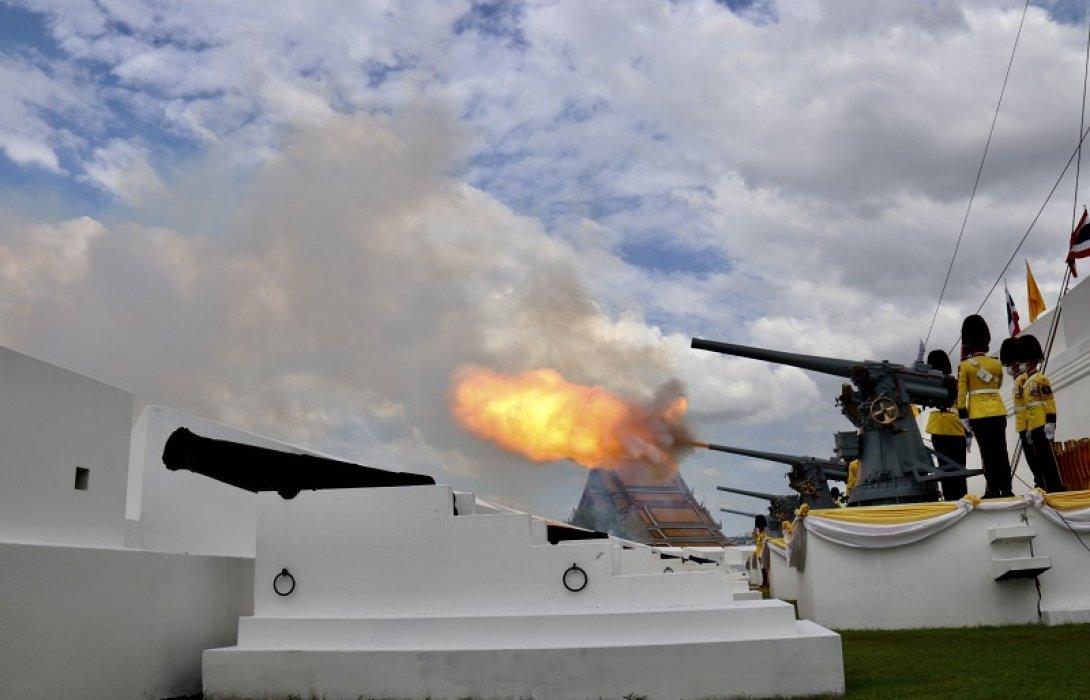 กองทัพเรือ ยิงสลุตหลวงเฉลิมพระเกียรติ  พระบาทสมเด็จพระเจ้าอยู่หัว เนื่องในโอกาสมหามงคลเฉลิมพระชนมพรรษา