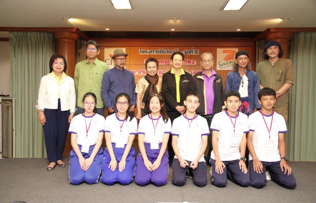 """""""ค่ายบันไดกวี รุ่น 5 """" เสริมทักษะภาษาไทย ไม่ผิดเพี้ยนลดปัญหาความขัดแย้ง"""