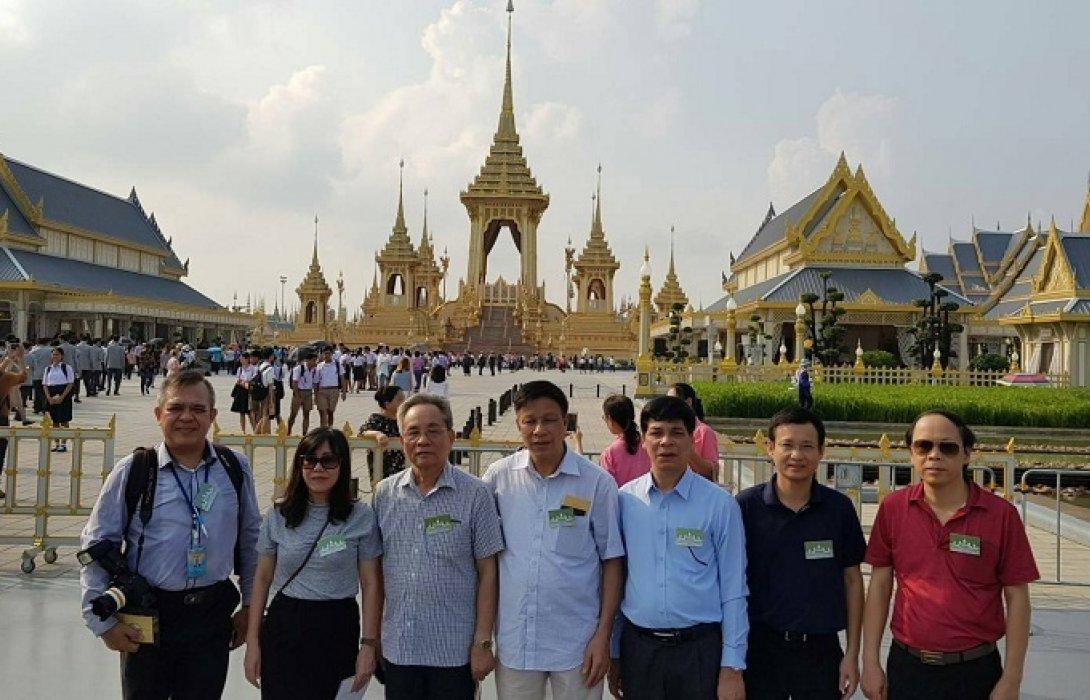 คณะสื่อมวลชนเวียดนาม เข้าเยี่ยมชมนิทรรศการพระราชพิธีถวายพระเพลิงพระบรมศพฯ