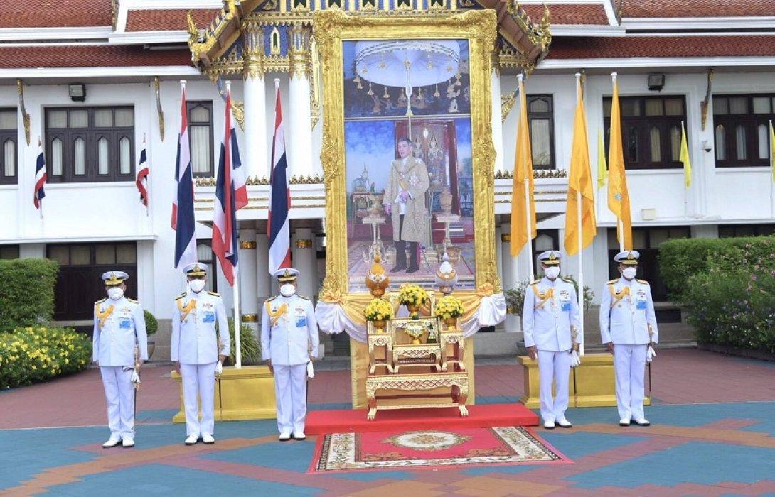 ผู้บัญชาการทหารเรือนำข้าราชกองทัพเรือถวายพระพรชัยมงคล