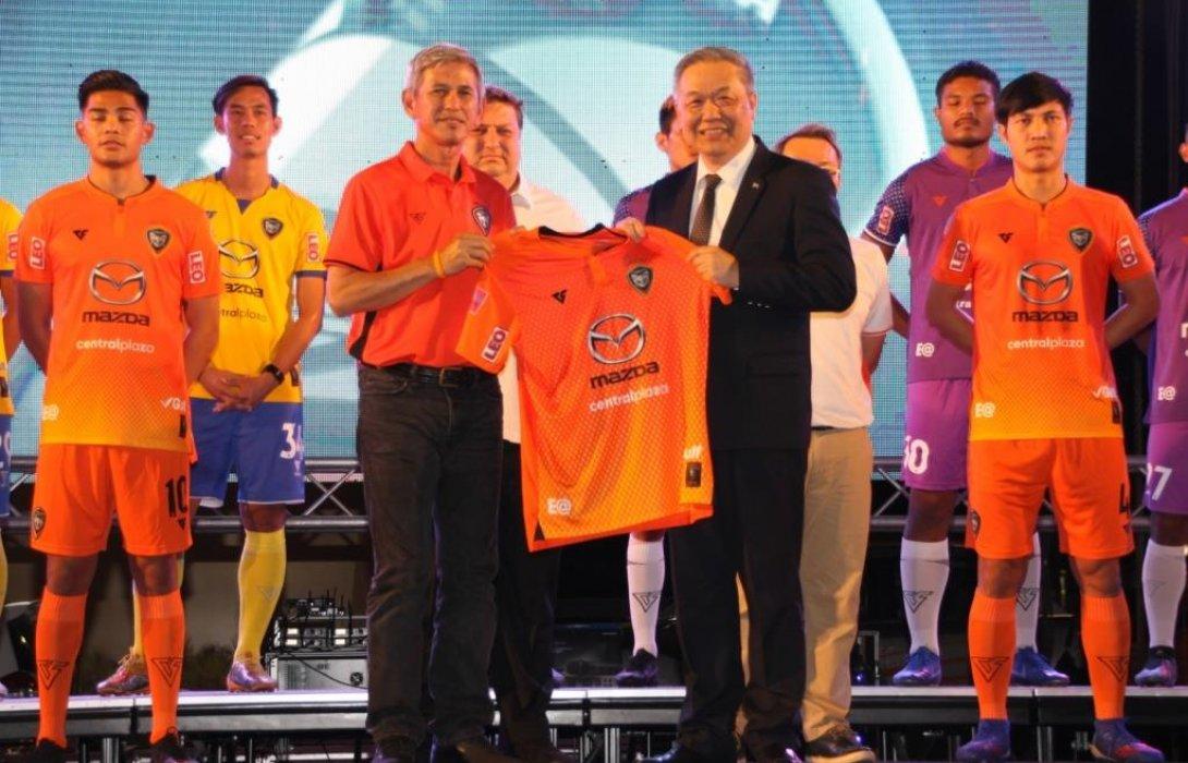 มาสด้าสร้างความแข็งแกร่งให้วงการบอลไทย ลงนามต่อสัญญาสนับสนุนสวาทแคทอีก 3 ปี