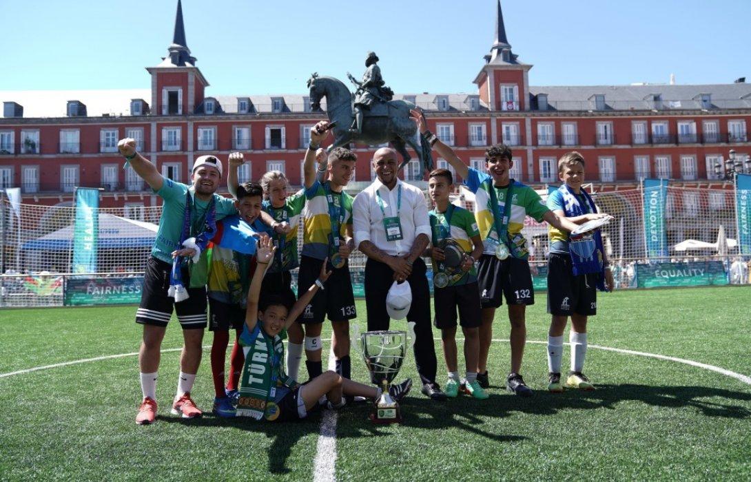 โรแบร์โต้ คาร์ลอส รับตำแหน่งทูตสันถวไมตรีของโครงการ Football for Friendship