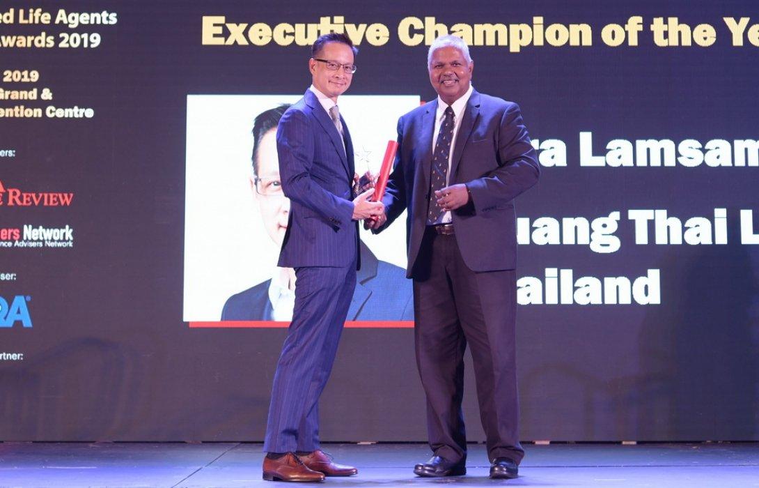 """""""สาระ ล่ำซำ"""" รับรางวัล Executive Champion of the Year  จาก Asia Trusted Life Agents & Advisers Awards 2019 ตอกย้ำภาพผู้นำธุรกิจประกันชีวิตที่แข็งแกร่งและโดดเด่นในระดับภูมิภาคเอเชีย"""