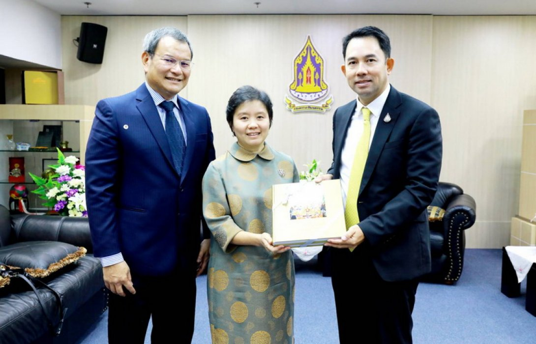 เครือไทย โฮลดิ้งส์ สืบสานมรดกแห่งแผ่นดิน ส่งมอบชุดหนังสืออัศจรรย์วัดอรุณให้กระทรวงวัฒนธรรม