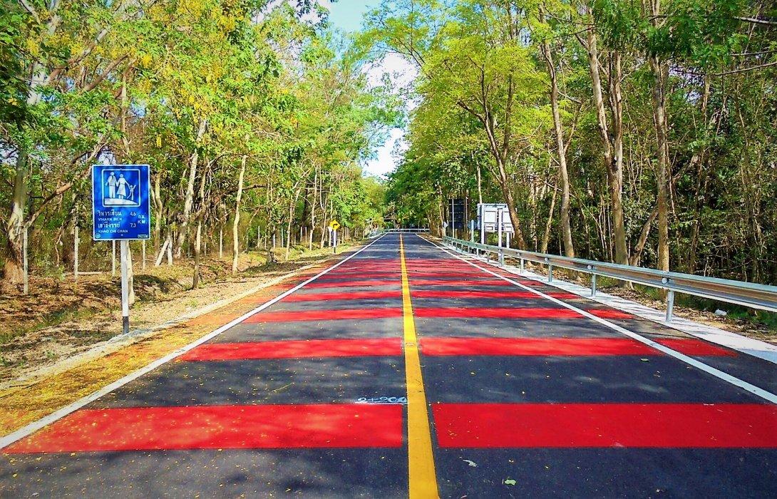 กรมทางหลวงชนบท ปรับถนนเข้าวัดญาณสังวราราม จ.ชลบุรี