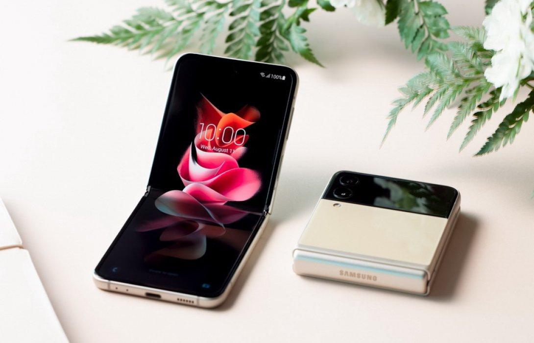 """""""ซัมซุง"""" ชี้สมาร์ทโฟนหน้าจอพับได้ Galaxy Z Fold3   Flip3 5G ในไทย ยอดจองพุ่ง 5 เท่า!"""